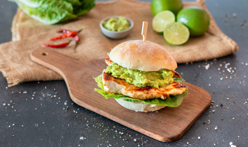 Chickenburger mit Guacamole